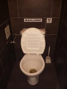 Eine Toilette ist auch eine Wahlurne