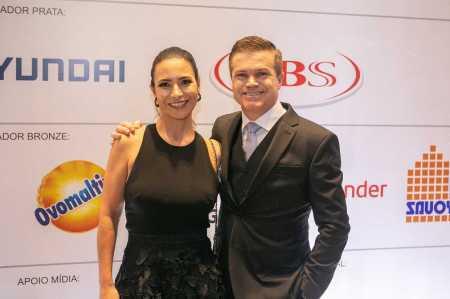 Debora Camargo e Paulo Camargo, presidente do Mc Donald Brasil e do Conselho do Instituto)