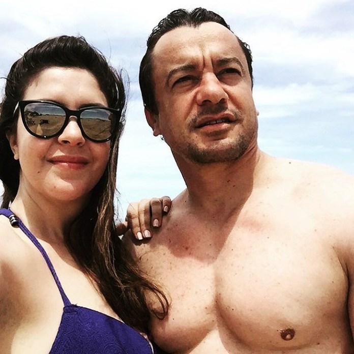 Sami Fehri et sa femme a la plage