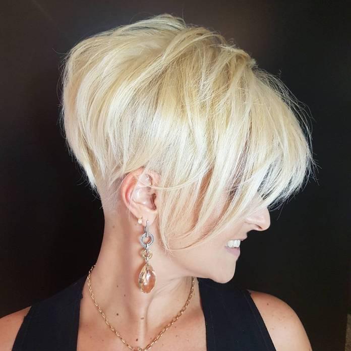 Blonde Pixie avec nuque Undercut