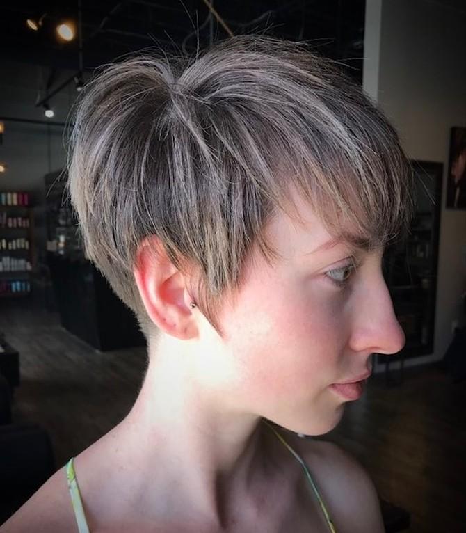 Coiffure courte droite Undercut pour cheveux fins