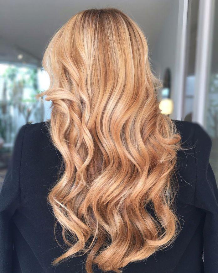 Blond fraise avec des reflets blond clair