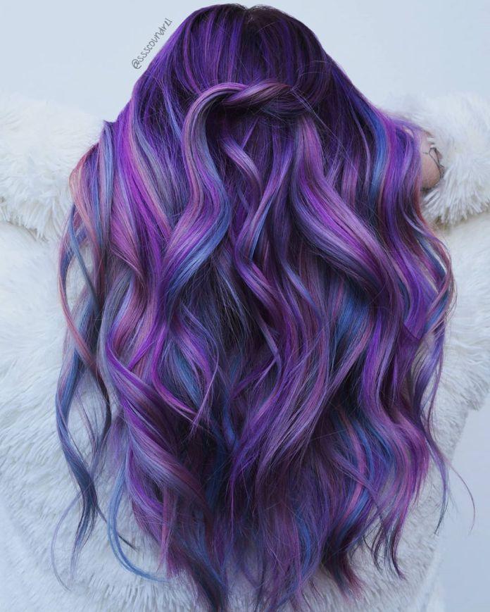 Faits saillants des cheveux bleus et violets