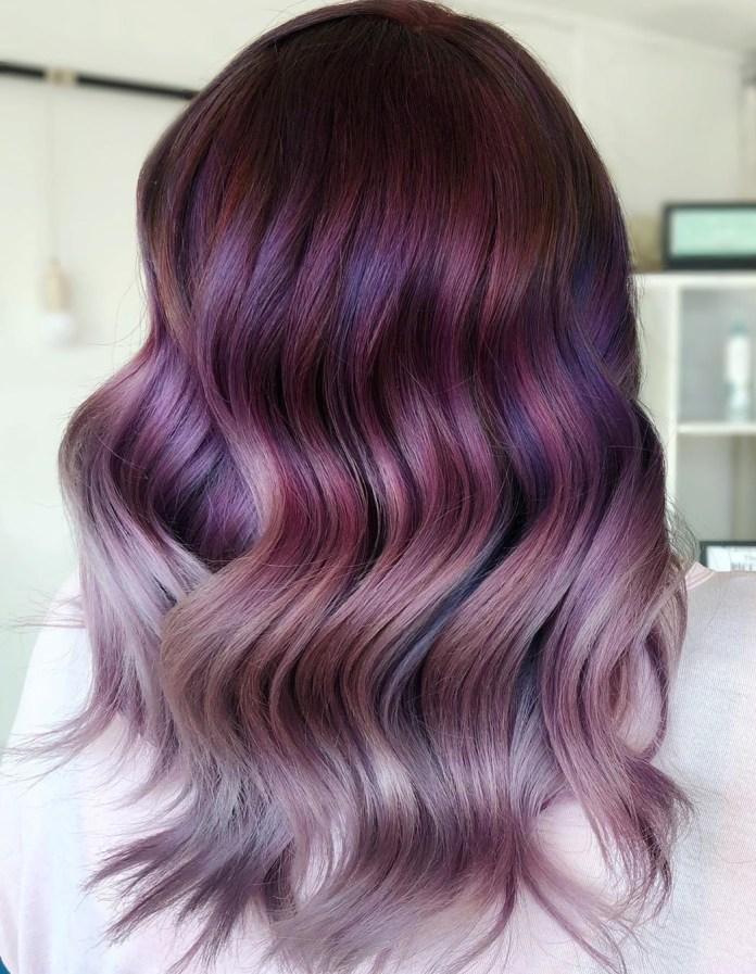 Balayage cheveux dans les tons violets