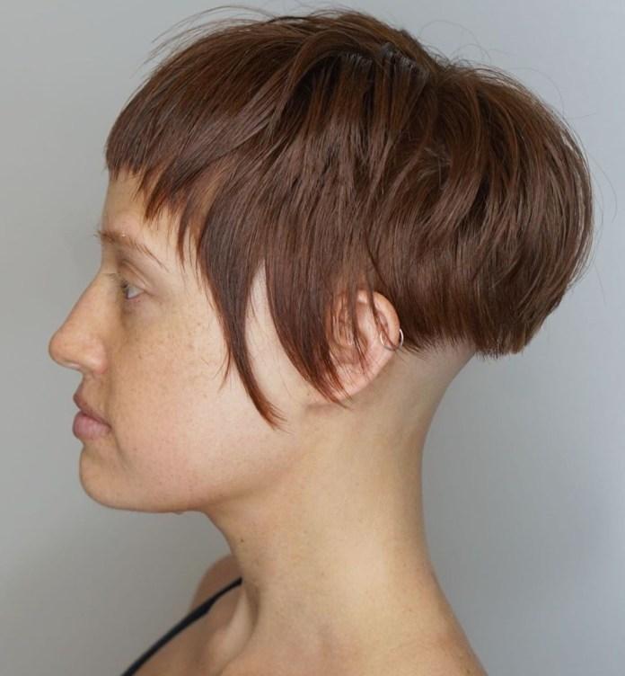 Cheveux courts avec nuque rasée Undercut