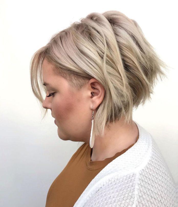 Coupe de cheveux Pixie pour double menton