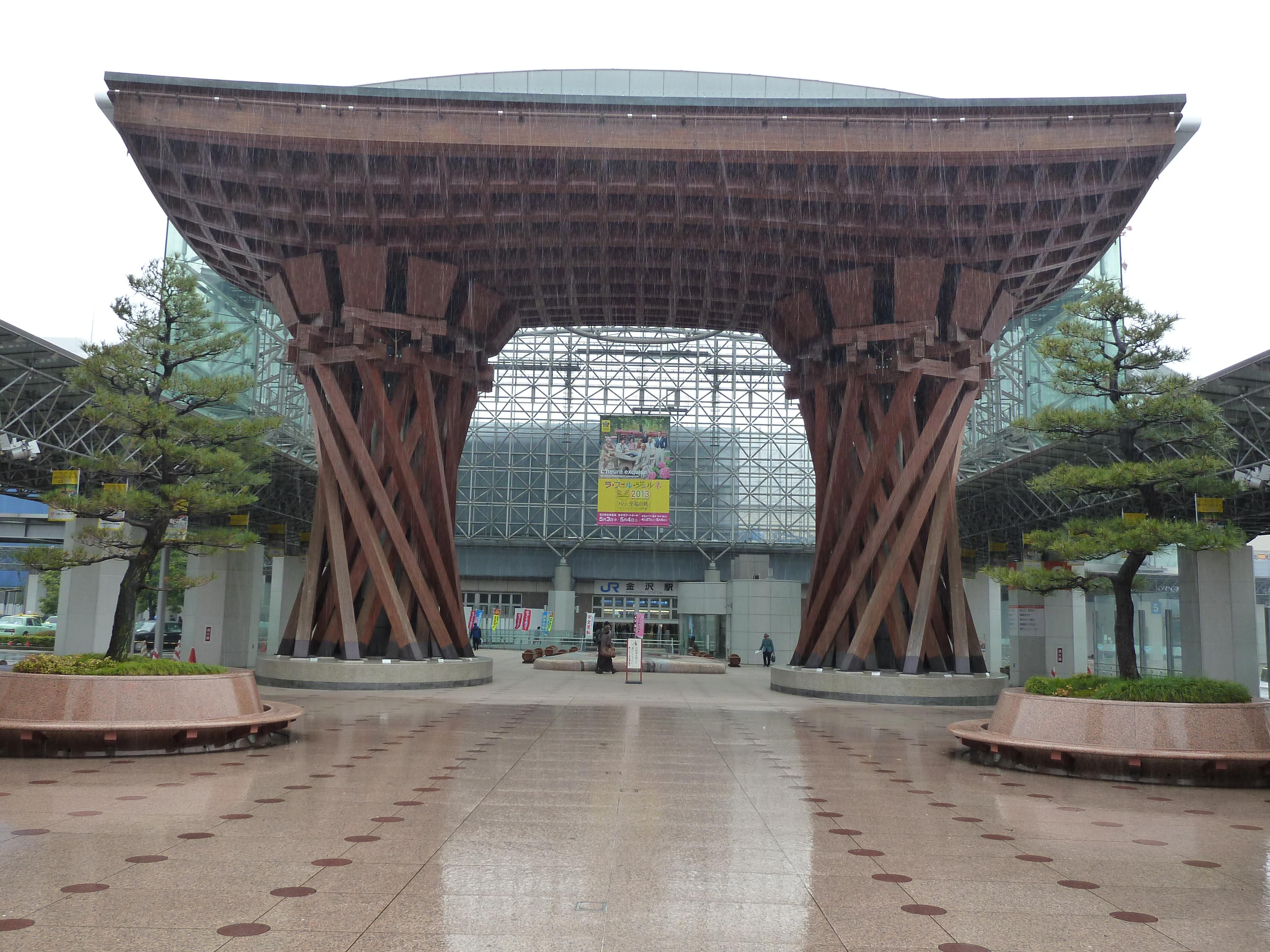 金澤市:傳統與科技交會的金澤車站(JR Kanazawa-eki) 2013/04/12 | Flashmoment…