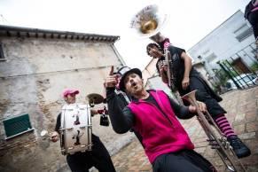 Il ritmo funk e punk dei Pink Pink Puffers Drum