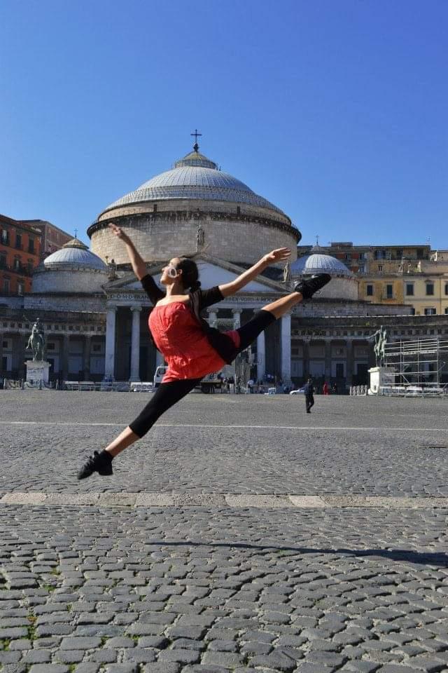 Da Napoli al Teatro Ariston: la ballerina Ilaria Sambucci conquista il palcoscenico del 71° Festival di Sanremo.