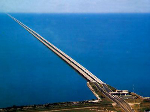 Elevated picture of Lake Pontchartrain shows earth is curved