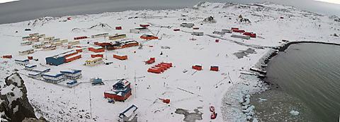 Villa Las Estrellas in Antarctica photo