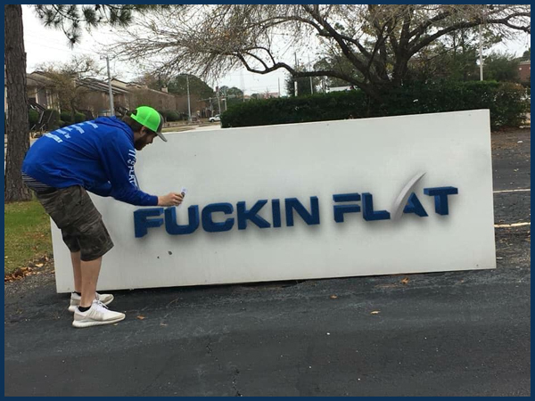 Flat earth zealot Nathan Thompson posted this lovely picture on Facebook, when he was posting flat earth cards on the SpaceX sign