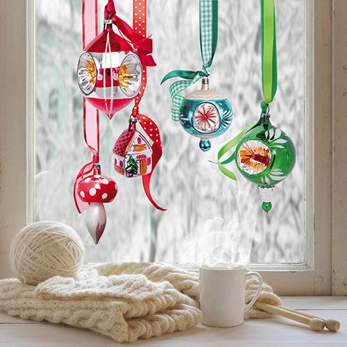 Deuk kerstballen raamdecoratie