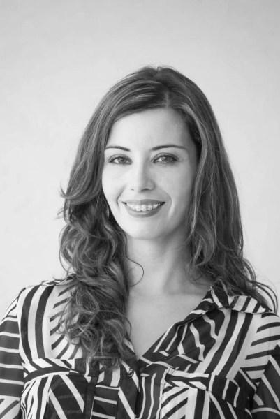 Flavia Medina é arquiteta e urbanista formada pela Universidade de São Paulo em 2005 e há 8 anos comanda o escritório Flavia Medina Arquitetura, Interiores e Paisagismo. Atua com projetos de arquitetura e interiores em Jundiaí, São Paulo, Indaiatuba, Itatiba, Itupeva, Vinhedo, Valinhos e Região de Campinas.
