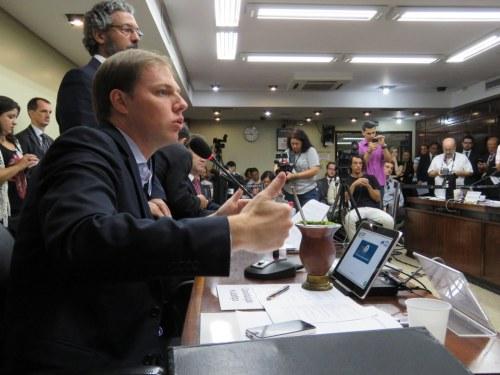Foto: Deputado Lucas Redecker tenta aprovar na CCJ, relatório favorável ao plebiscito para estatais. gaúchas. Foto Divulgação