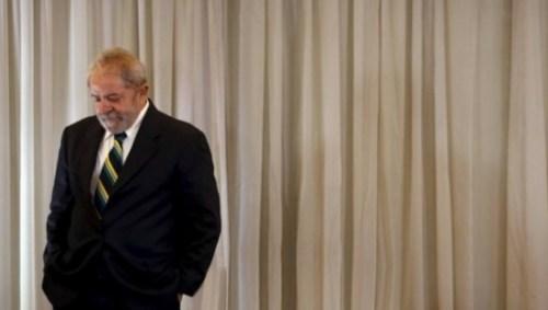 Abatido e isolado num hotel em Brasília, Lula é consolado por petistas após fracasso em acordos2