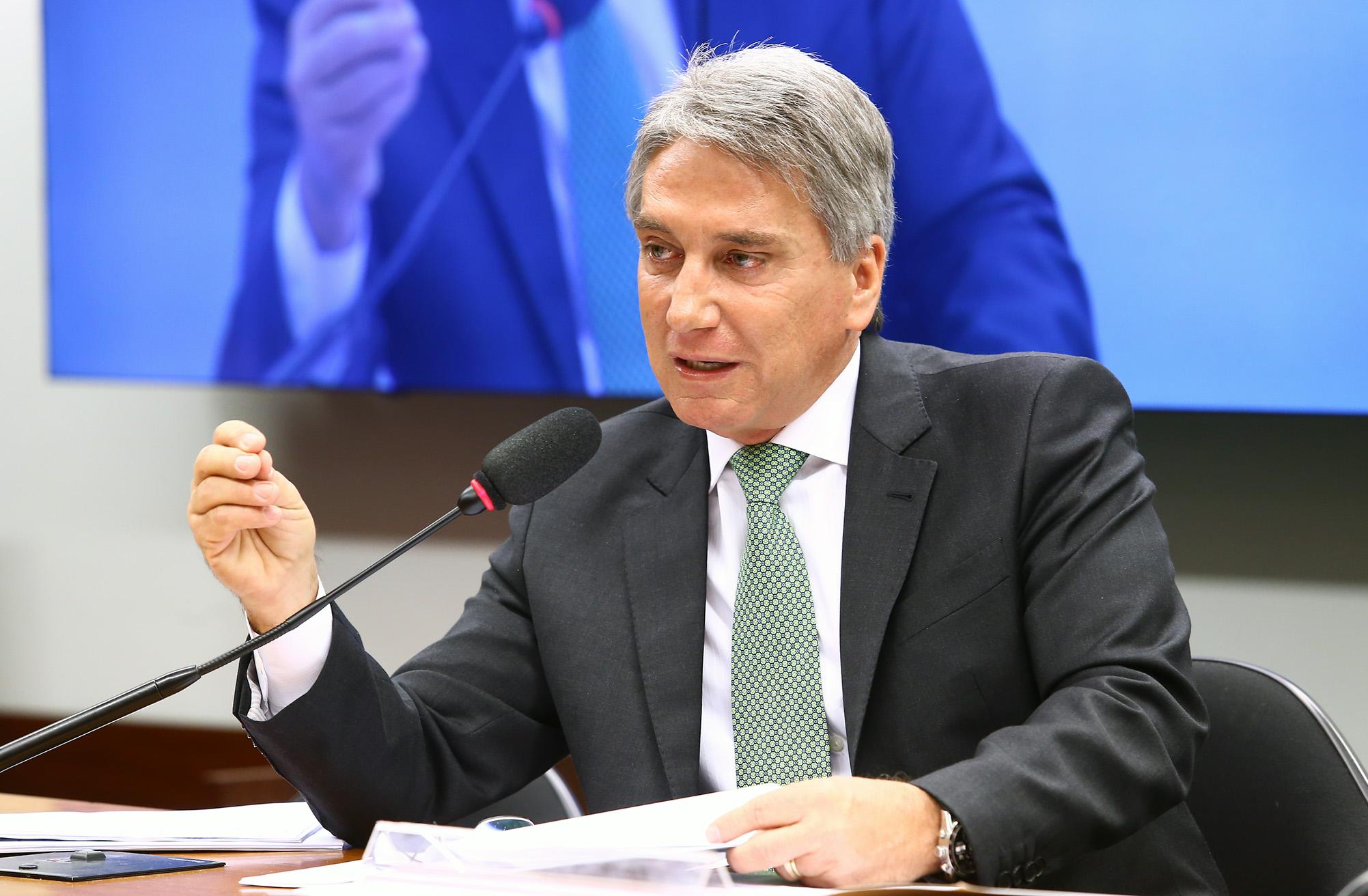 MDB NÃO ESPERA, E LANÇA CANDIDATURA DE RIGOTTO AO SENADO