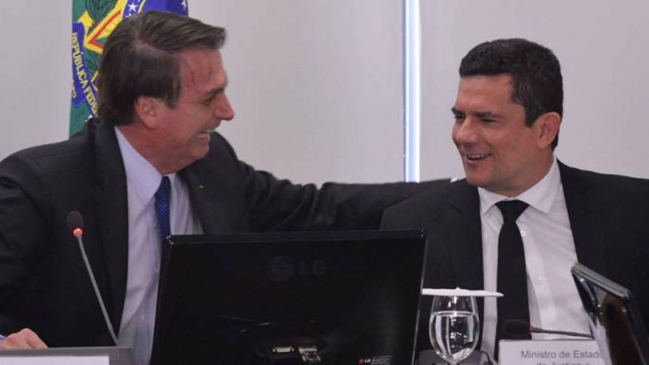 CRÍTICADO PELA OPOSIÇÃO,SÉRGIO MORO TORNA-SE O SUPER-HERÓI BRASILEIRO