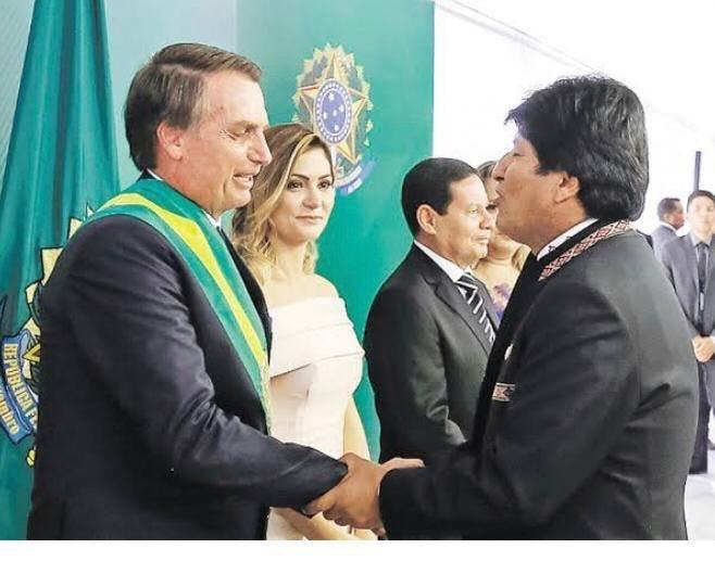 "PRESIDENTE JAIR BOLSONARO SOBRE RENÚNCIA DE EVO MORALES: ""GRANDE DIA""."