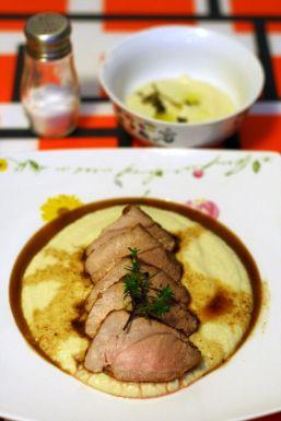 muschiulet-de-porc-cu-piure-de-ceapa-si-usturoi-1
