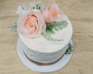 pretty wedding cake - teresa godden photography