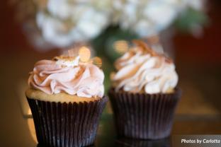 wedding cupcakes - Photos by Carlotta at teh Valley Country Club