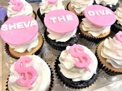 Diva dollar sign cupcakes