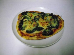 Image of flatbread pizza topped with spinach and smoked turkey