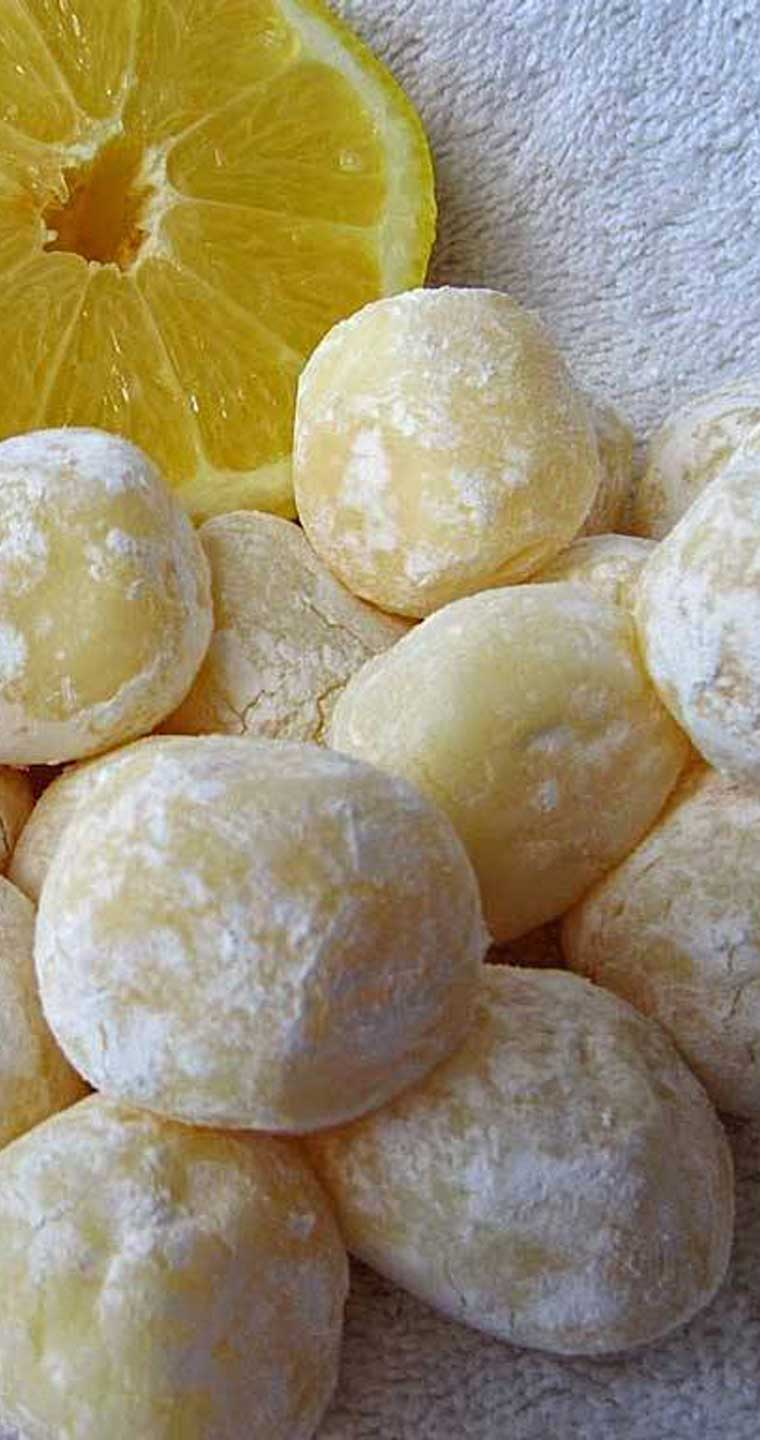 The texture of these White Chocolate Lemon Truffles are silky smooth. Hints of lemon ooze out of this velvety white chocolate. The best part is they are so easy to make. #lemon #whitechocolate #truffles #dessert