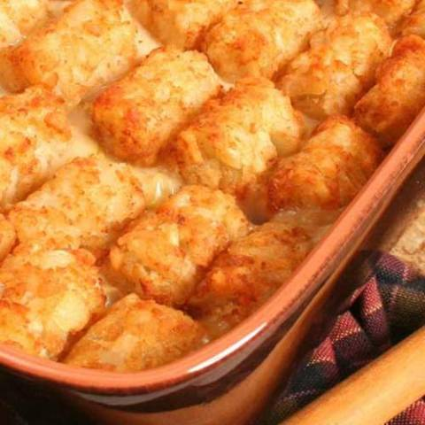 Recipe for Mexican Tater Tot Casserole - This taco tater tot bake combines tater tots into a Mexican style casserole that makes a delicious meal for any night of the week.