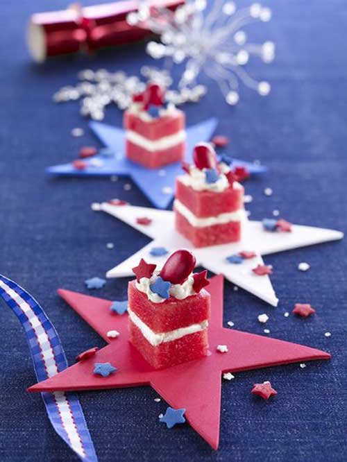 ThesePatriotic Petit Fours are so cute, and beyond easy to make! Perfect for a Fourth of July get-together.