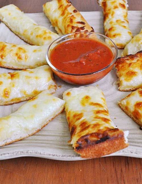 Ahhh, cheesy bread sticks.....let me just say, KIDS LOVE THESE THINGS! OK, who am I kidding, it's not just kids who love these....grown ups do too!