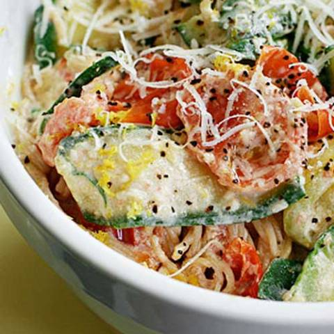 A quick and easy no guilt summer dish. ThisPasta with Zucchini Tomatoes and Creamy Lemon Yogurt Sauce may just become your family's next favorite.