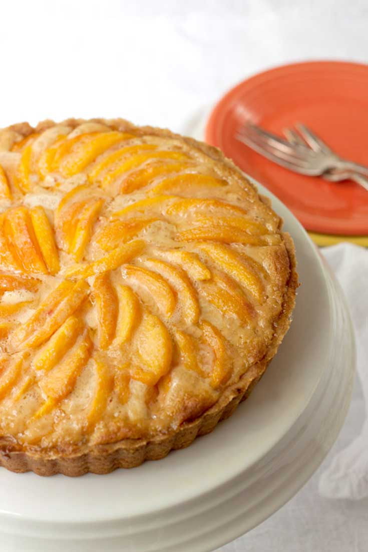 Fresh peaches and caramel are a natural fit, and this Dulce de Leche Peach Tart shows off both flavors. The peaches caramelize in the oven, and their juices soak the filling with caramel peachiness. Good stuff. #peach #caramel #tart #dessert