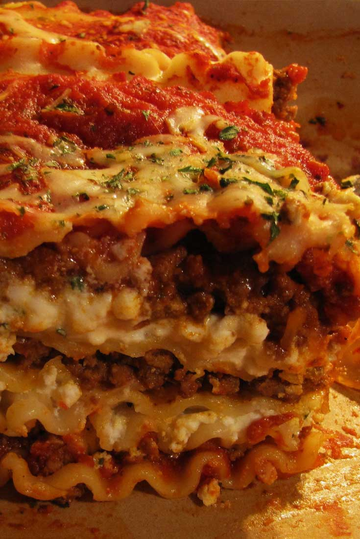 Who doesn't love a huge piece of perfectly made Lasagna Bolognese? I know I do I do!! #lasagna #Italian #pasta #dinnerideas