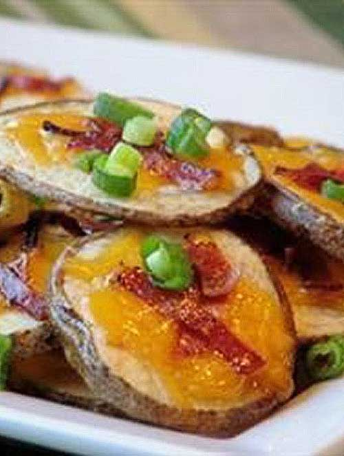 Potatoes, cheese and bacon--these Cheese and Bacon Potato Rounds are a great combination! Serve with sour cream if you so desire. #potato #bacon #cheese #appetizer