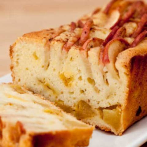Recipe for Apple Pudding Cake - I love this cake. It's soft, moist, and almost pudding-like. Plus it is loaded with tons of apple flavor. YUM!