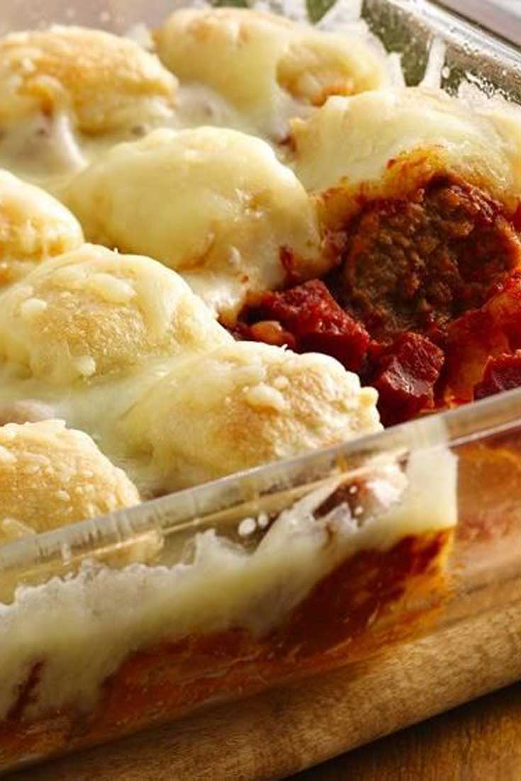 This Meatball Bubble Pizza Casserole is quick to assemble and bakes in under 30 minutes. It is so easy, and tastes so good that it will be a new staple around your house. #meatball #pizza #casserole #dinnerideas