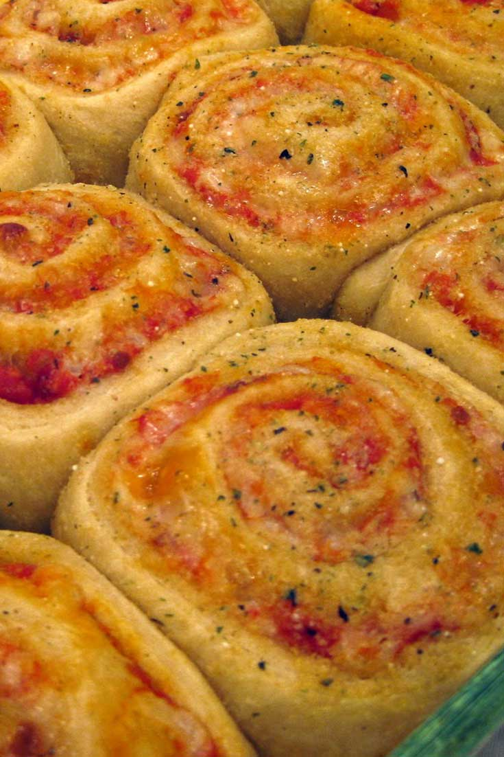 These pizza rolls are so cute, and not hard to make. Plus it's pizza...so EVERYONE will love them! #pizza #easyrecipe