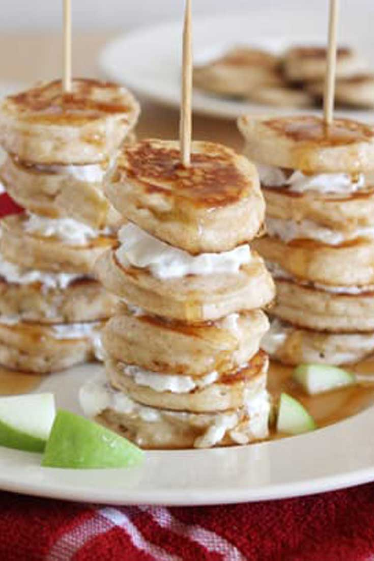 Impress your breakfast guests with these quick and easy Mini Apple Pie Pancake Kabobs. For a little extra flair, alternate pancakes with apple slices. #apple #breakfast