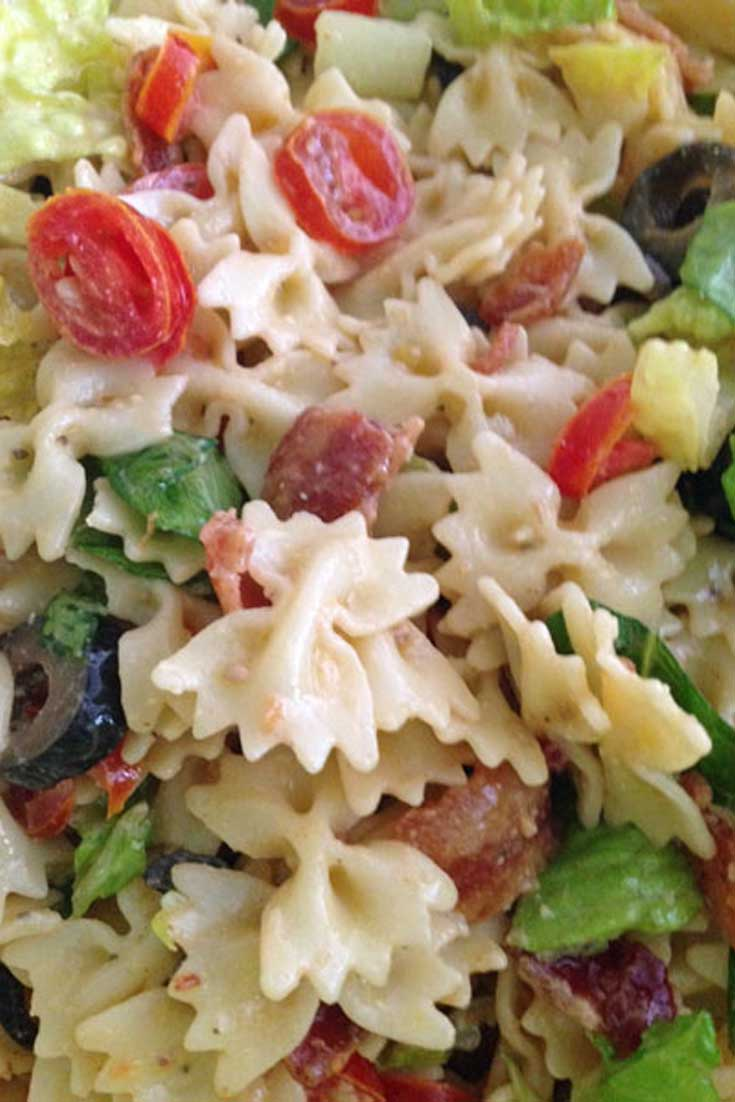 Not only is this Caesar BLT Pasta Salad easy to throw together, but it also feed big crowds and is a perfect side dish for just about everything. #pasta #salad #sidedish #blt #Caesar