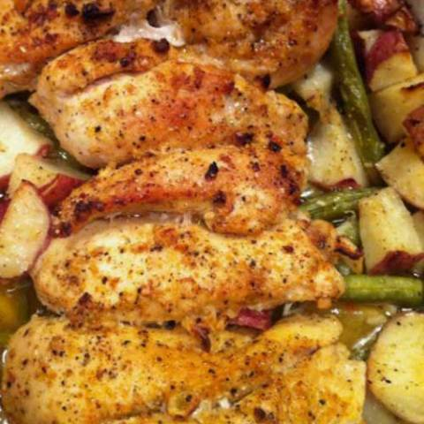 The classic combination of lemon and garlic proves it's a winner yet again in this simple but elegant baked Lemon and Garlic Chicken with Roasted Potatoes and Green Beans recipe.