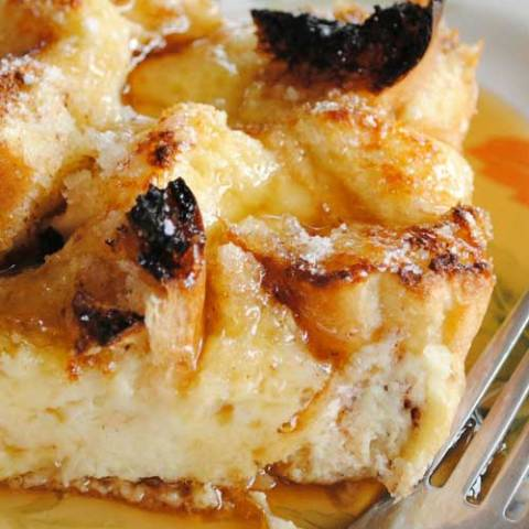 Recipe for Creme Brulee French Toast Casserole - It makes for a fantastic breakfast or brunch treat, especially because all the prep work is done the night before and you just have to pop it in the oven in the morning.