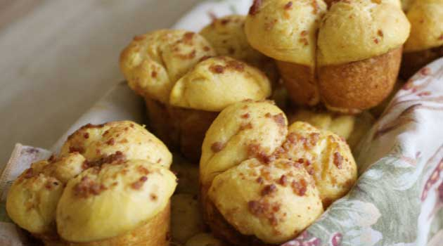 Recipe for Sweet Potato Rolls With Bacon Sugar Butter - There is no need to serve plain and ordinary rolls when you have this recipe!