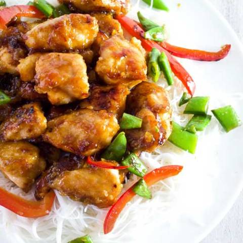 Recipe for Sticky Honey Sriracha Chicken - Super easy Sriracha & Honey-sweetened Chinese Chicken. It has the perfect balance between sweetness and spiciness, is ready in under 20 minutes, AND is cheaper than take out!