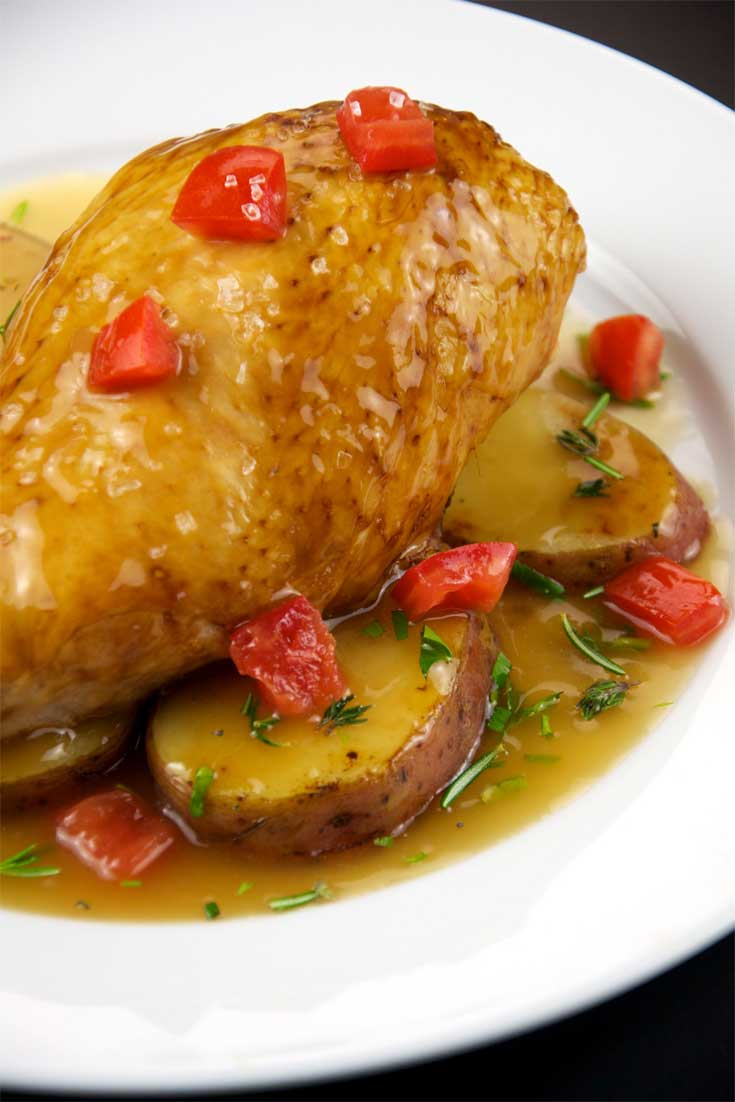 This One Pot Chicken Vesuvio is a classic Chicago restaurant dish: crisp-skinned chicken and deeply browned potatoes in a potent garlic and white wine sauce, just without all the hassle. #chicken #dinnerideas #onepot #chicago