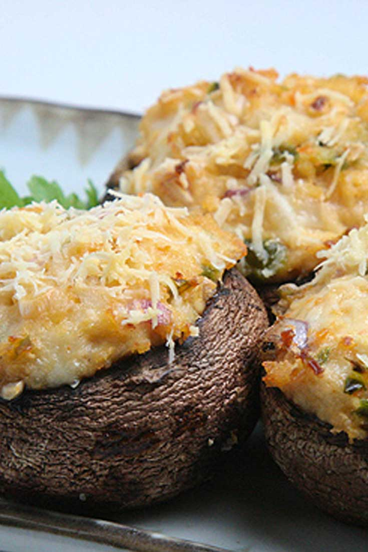 When you combine mushrooms with crab, jalapenos, and cheese, you really get a winning appetizer, theseSpicy Crab Stuffed Mushrooms! #mushrooms #crab #appetizers #partyfood