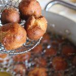 Frying castagnole