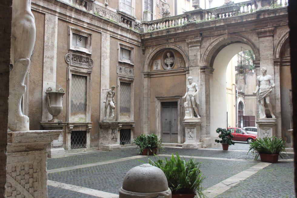 Isola Mattei, Palazzo Caetani courtyard