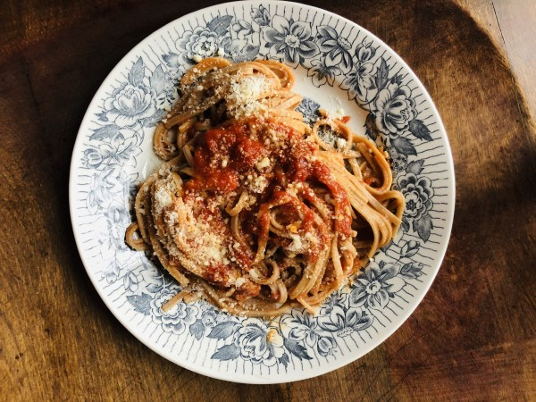 Farro pasta with fresh tomato sauce, a delicious whole-grain pasta alternative!